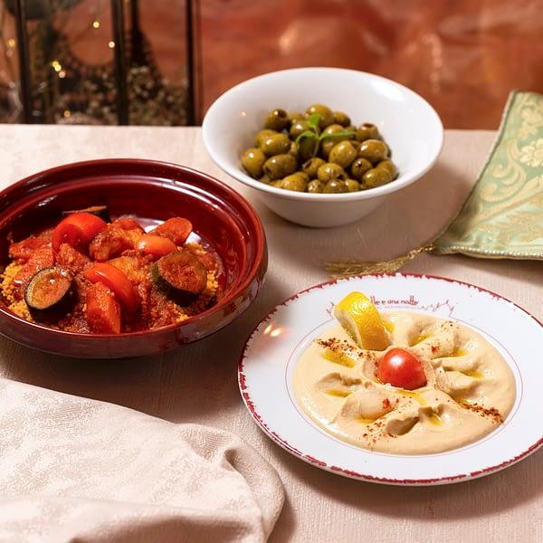Couscous alle verdure con olive marinate e Hommus